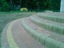 Stopnie z Serpentino kolor pustynia i kostki Arco, na tarasie kostka Romeo kolory jesieni (Jadar)